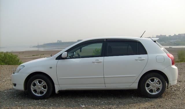 Toyota Corolla Runx   - вид слева