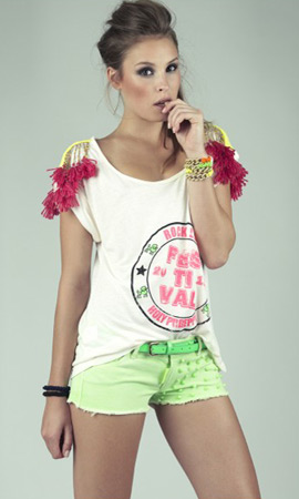 short con tachuelas color fluor Holy Preppy