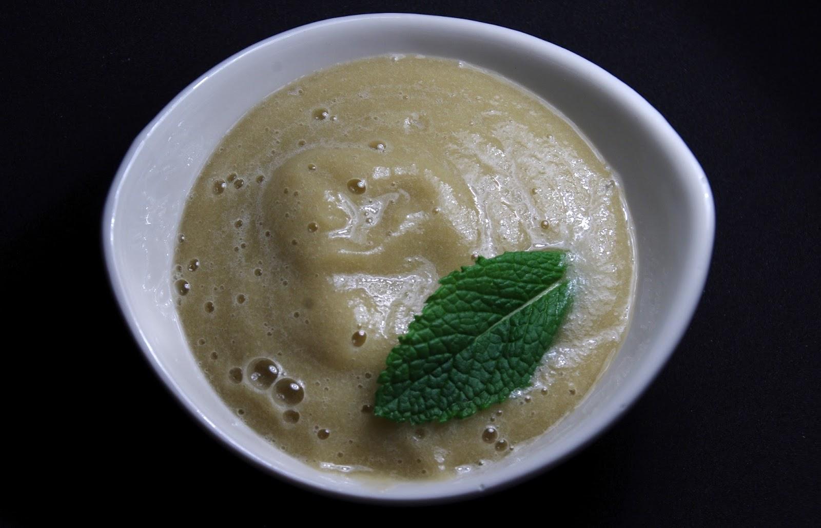 Mousse de pera, platano y té verde japonés