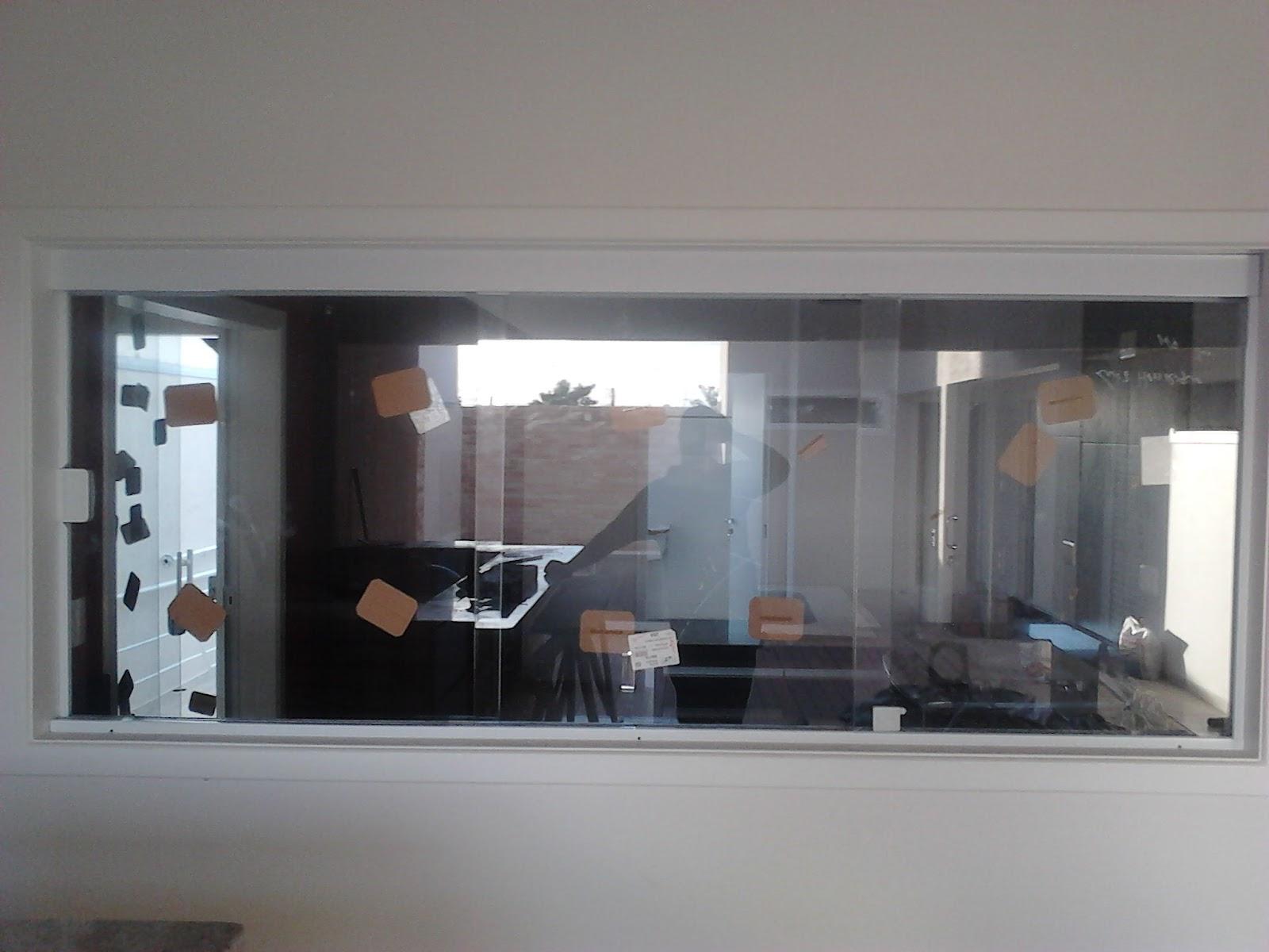 #634E45  porta no mesmo sistema da janela com 01 vidro fixo e 02 de correr 1624 Vidros Usados Em Janelas