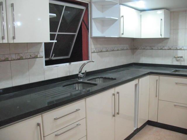 Mueblesigpakodi: cocinas cubiertas en granito.