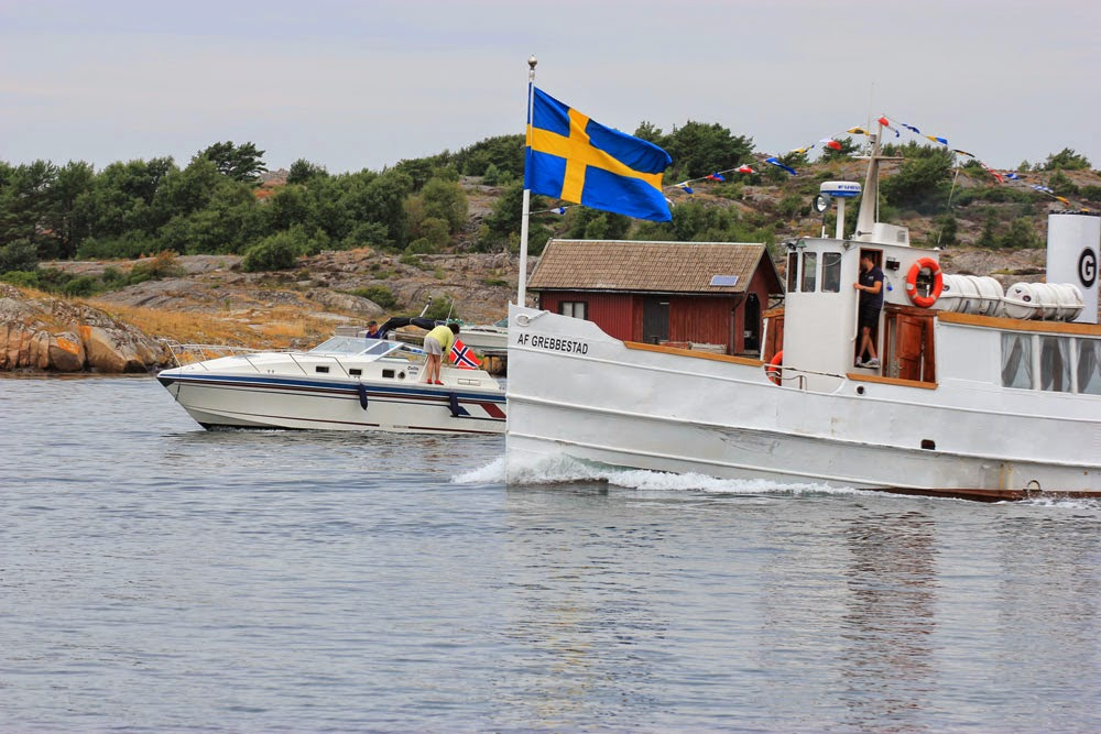 Norwegians hiding their flag, when Swedish boat Af Grebbestad approaching. The norweigians dont want to boarded and (kölhalade?) captured I guess? (just kidding) :)