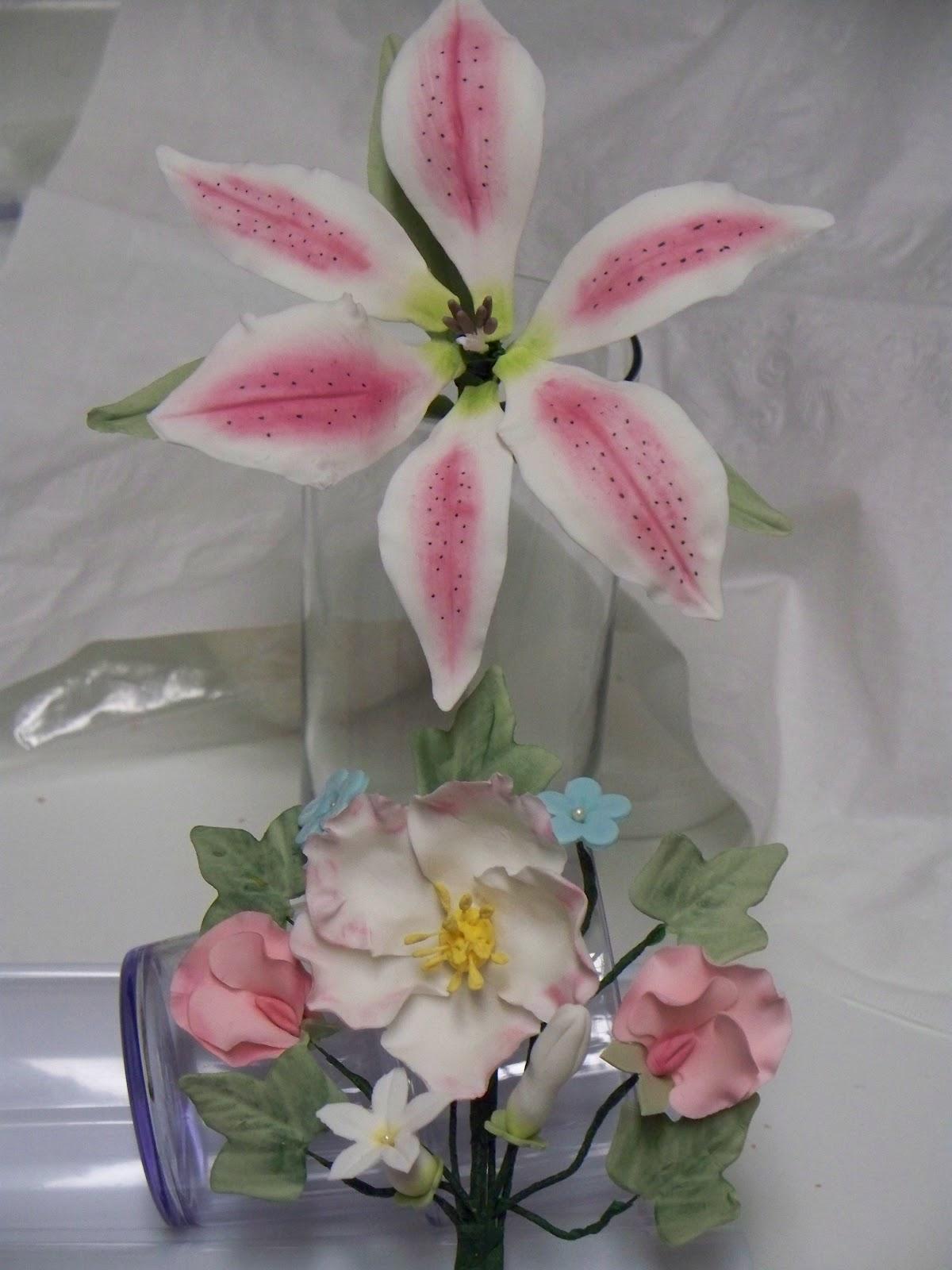 Wilton Flower And Cake Design Book : Sweetness Hunter: Wilton Cake Decorating Course 4 ...