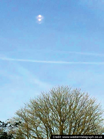 Mystery UFO Split in Two – Then Shot Off into the Sky 4-15-14