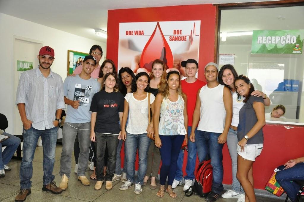 """Cerca de cinquenta doadores, entre estudantes e funcionários do UNIFESO, foram ao Hemonúcleo participar do """"Rolezinho Sangue Bom"""""""