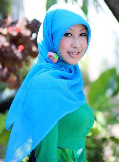 Tante Berjilbab, Hoby di Foto Buah Dada Melon Size