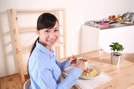Hindari Makan Sebelum Tidur Untuk Menambah Tinggi Badan