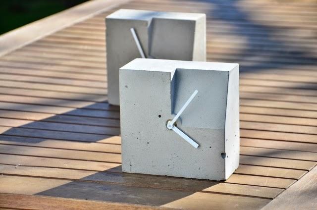 Zegar betonowy: szary, nowoczesny, prosty