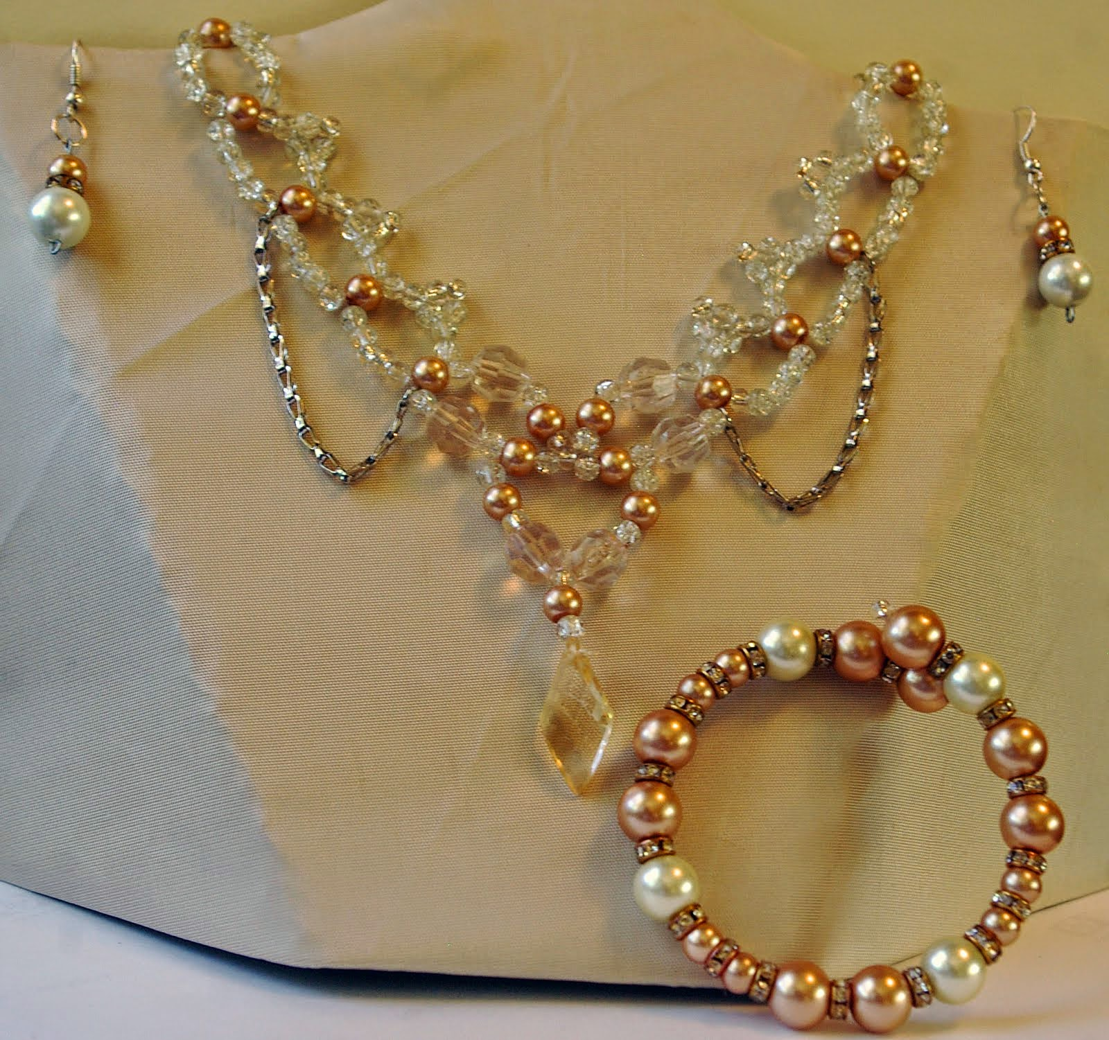 Bridal necklace with bracelet and earrings