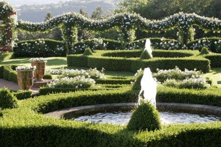 Garden at heart formal gardens with a modern twist for Formal japanese garden