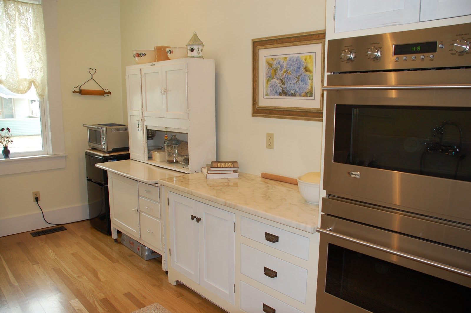 Drawers: Utensils, Parchment Paper, Foil, Baking Trays. Doors: Kitchen Aid  Mixers, Zo Bread Machine Napanee Kitchenet Refrigerator/Freezer, Convection  Oven