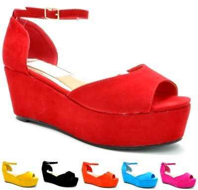 Egy sima telitalpú cipellő is lehet trendi és elegáns csak a megfelelőt  kell választani  ) De az olyan cipők is divatba jöttek a402fbf666