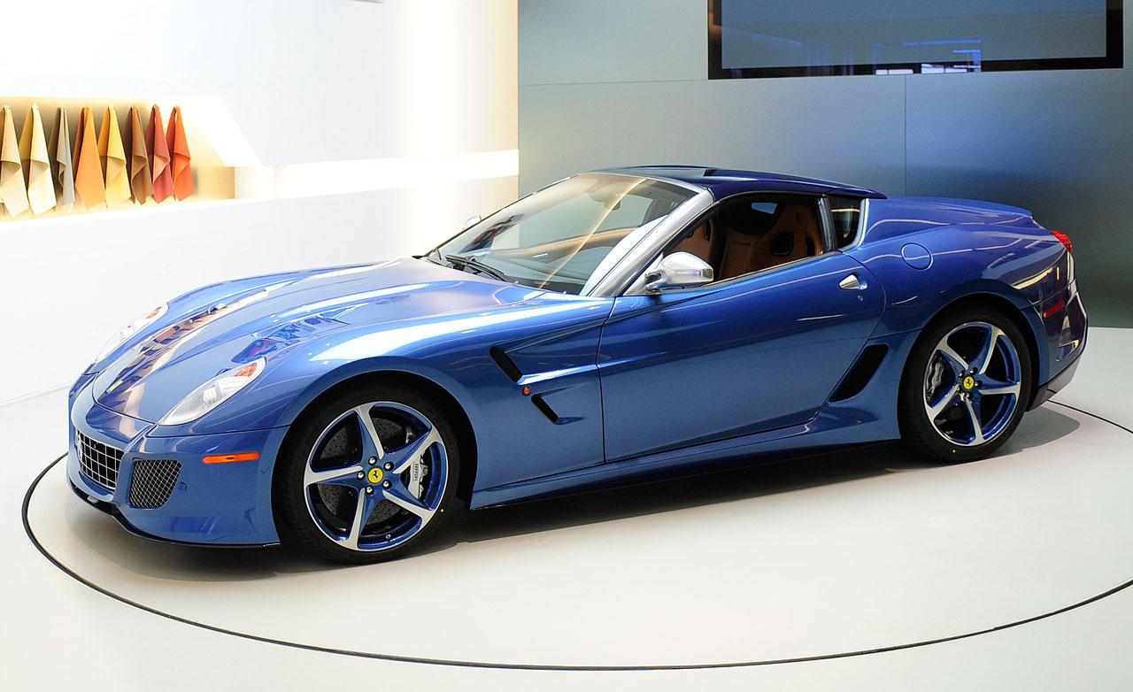 http://4.bp.blogspot.com/-GIzEIH6kPe8/TdmtXrtgugI/AAAAAAAAB1A/rhmWv4xYlko/s1600/Ferrari-Superamerica-45-roof-down1.jpg