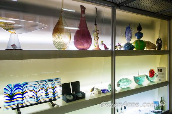 cam ocağının koleksiyonundaki güzel cam eserler