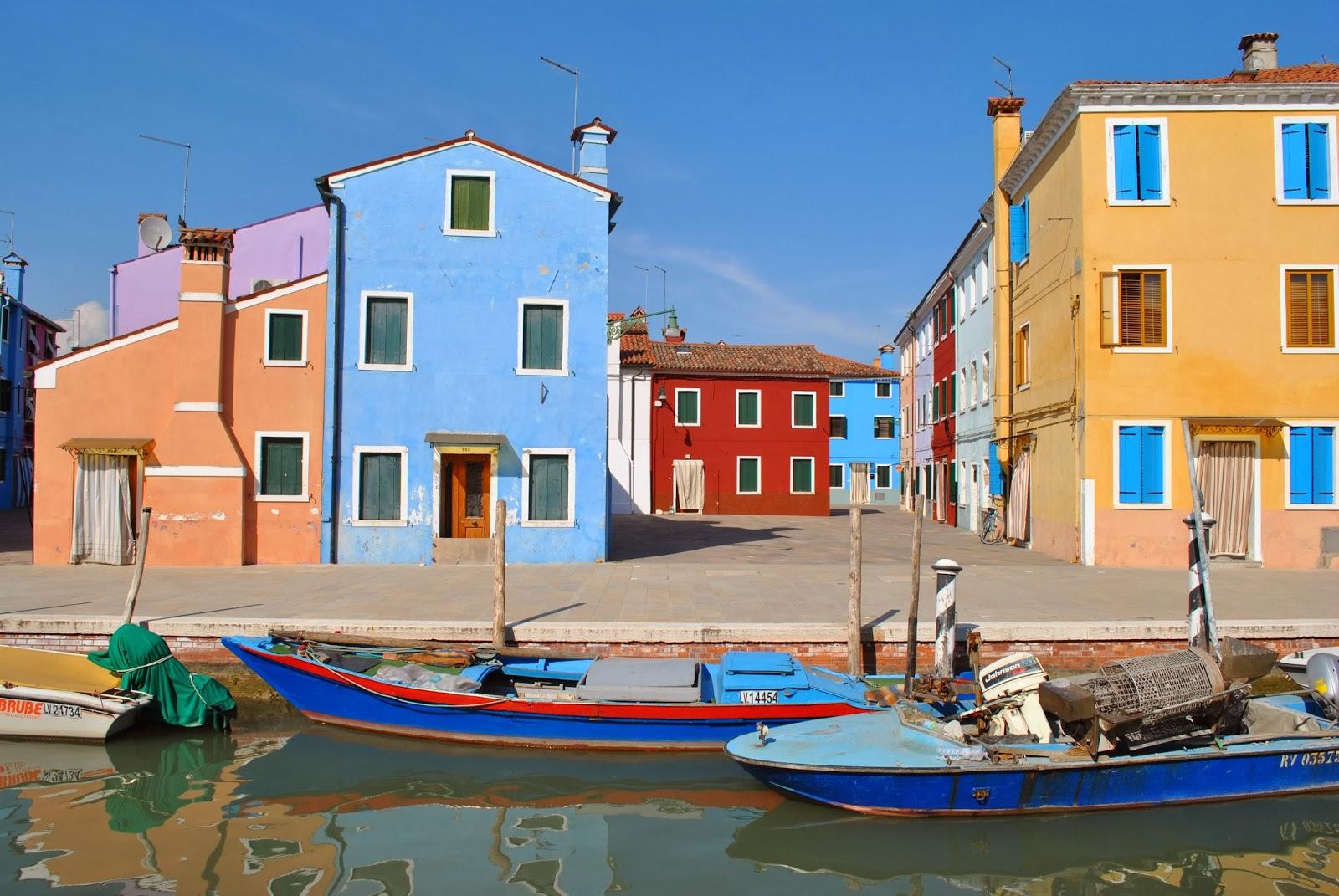 Burano,una delle isolette minori di Venezia, è un posto magico.