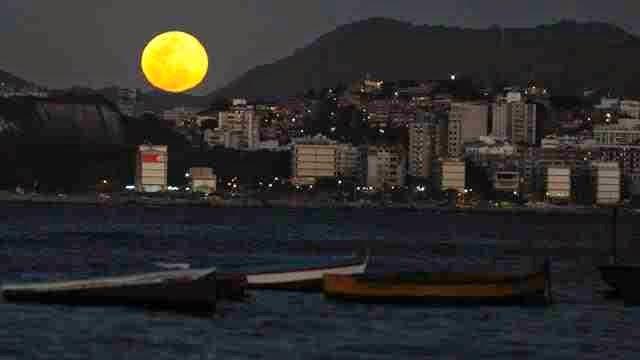 العلماء يخططون لاستخدام ضوء القمر في إنارة المدن ليلاً