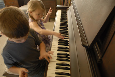 young children at the piano