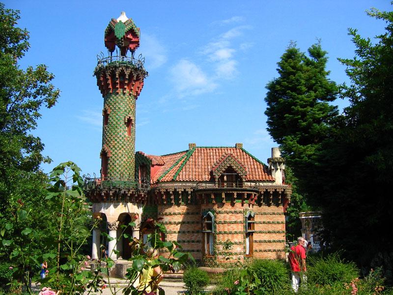 El capricho il palazzo di gaud trasformato in ristorante for Antoni gaudi opere