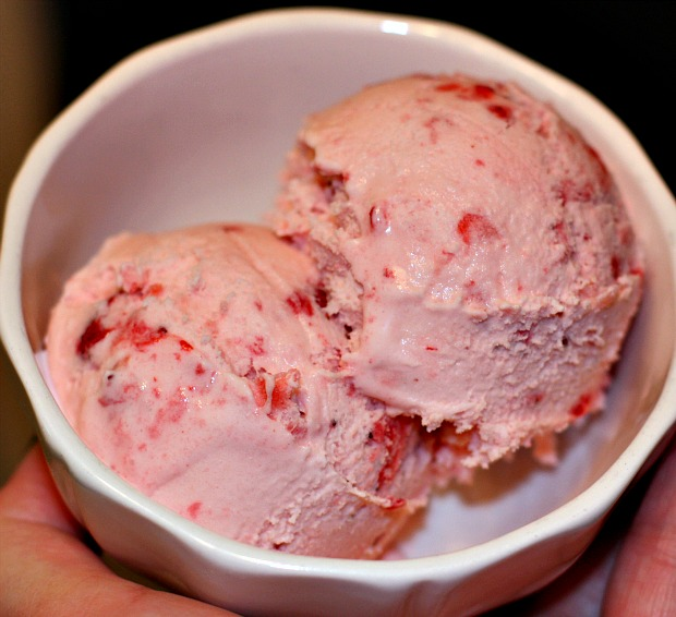 Recipes For Divine Living: Homemade Strawberry Ice Cream