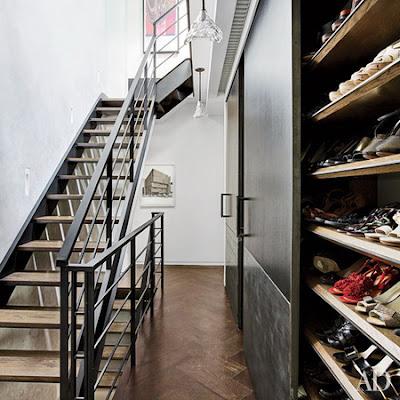 phòng thay đồ với tủ đựng giày