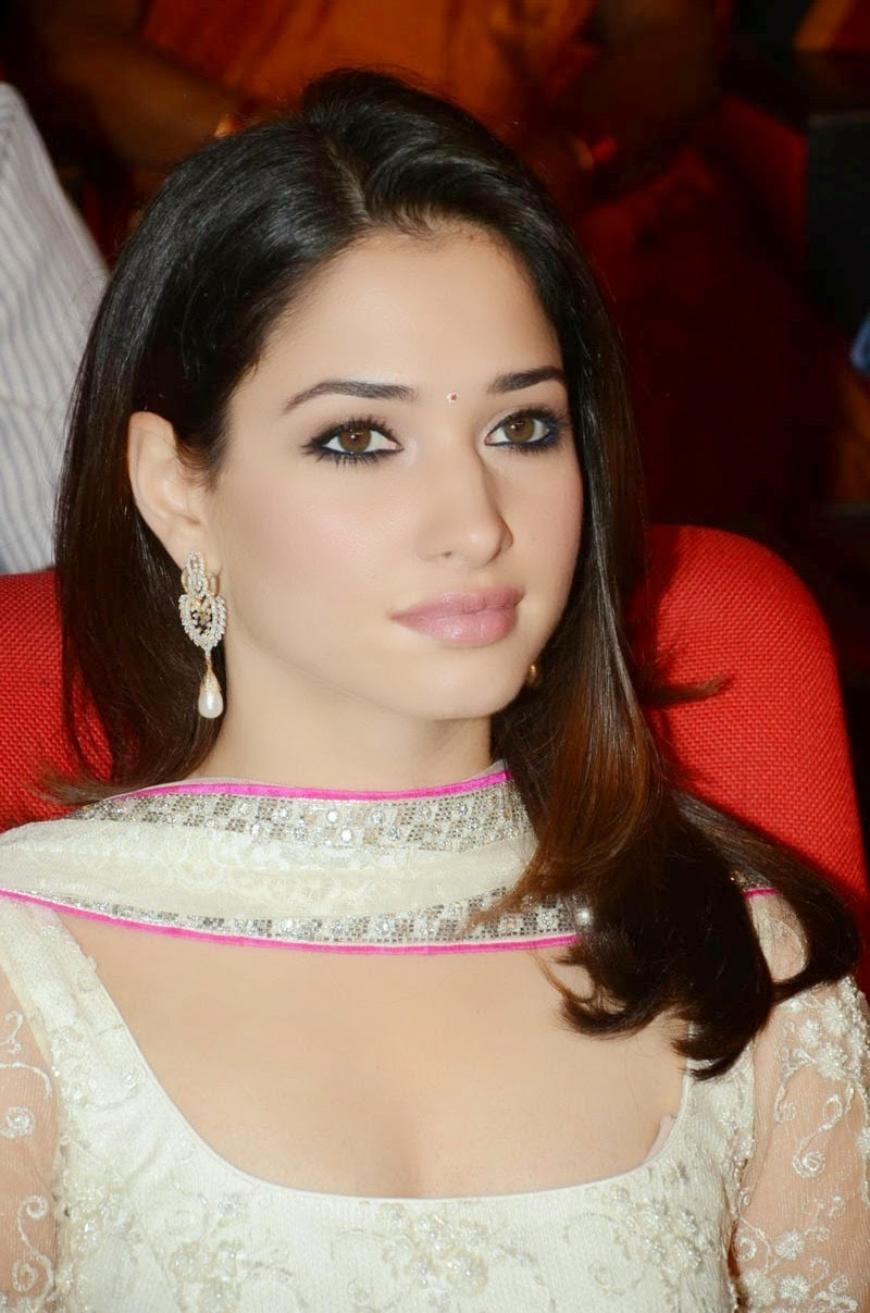 Tamanna Latest Hot Cleavage HD Wallpapers