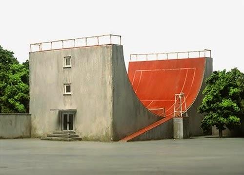 15-Frank-Kunert-Confronting-our-Lives-in-Miniature-Sculptures-www-designstack-co