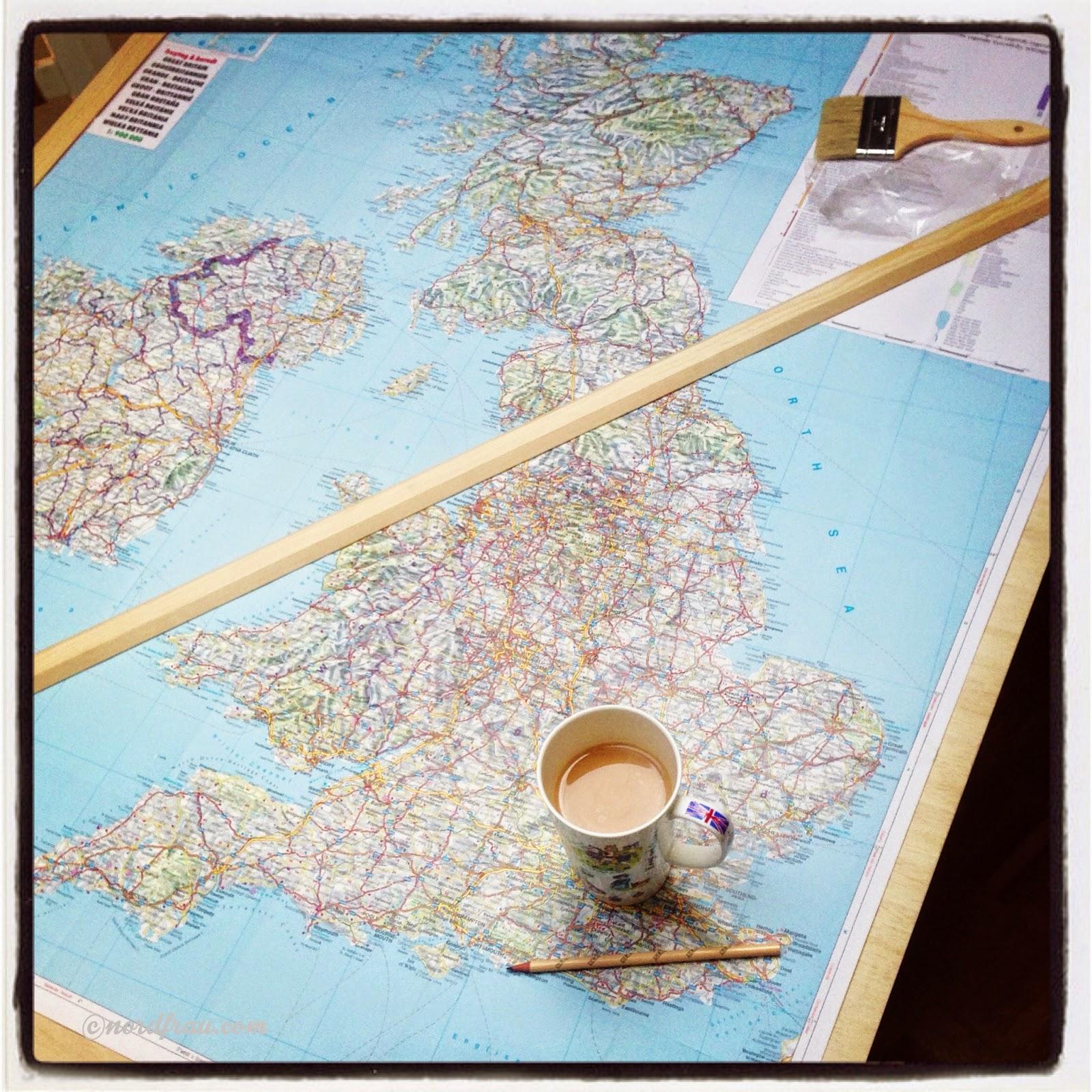 Englandkarte mit Fähnchen