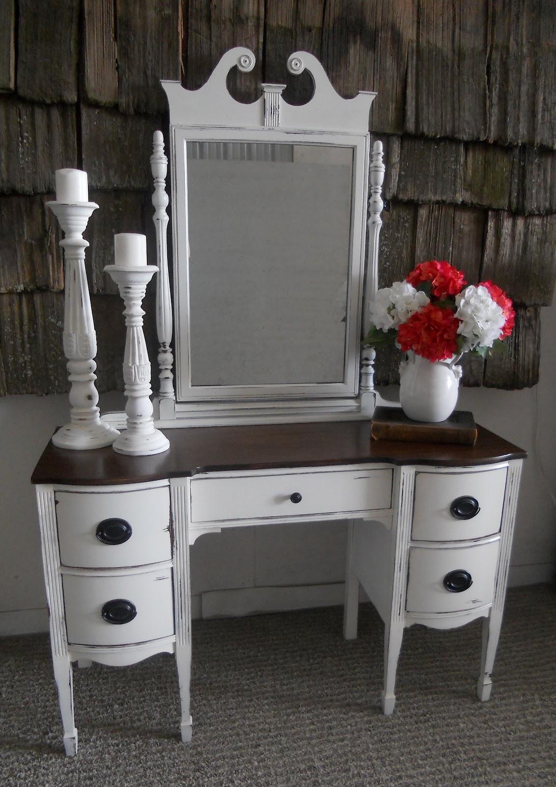 Antique desk/vanity - Createinspire}: Antique Desk/vanity