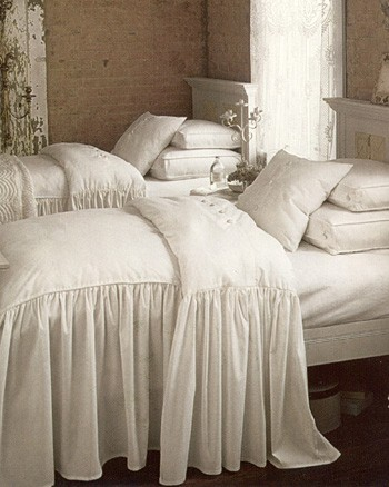 Southern Chateau Pretty Bedspreads For Spring And Summer