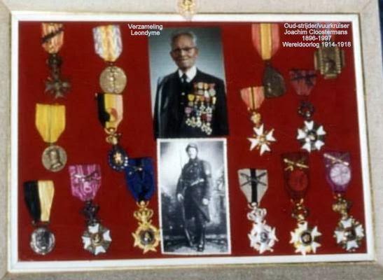 Oud-strijder/vuurkruiser Joachim Cloostermans met zijn onderscheidingen. Verzameling Leondyme