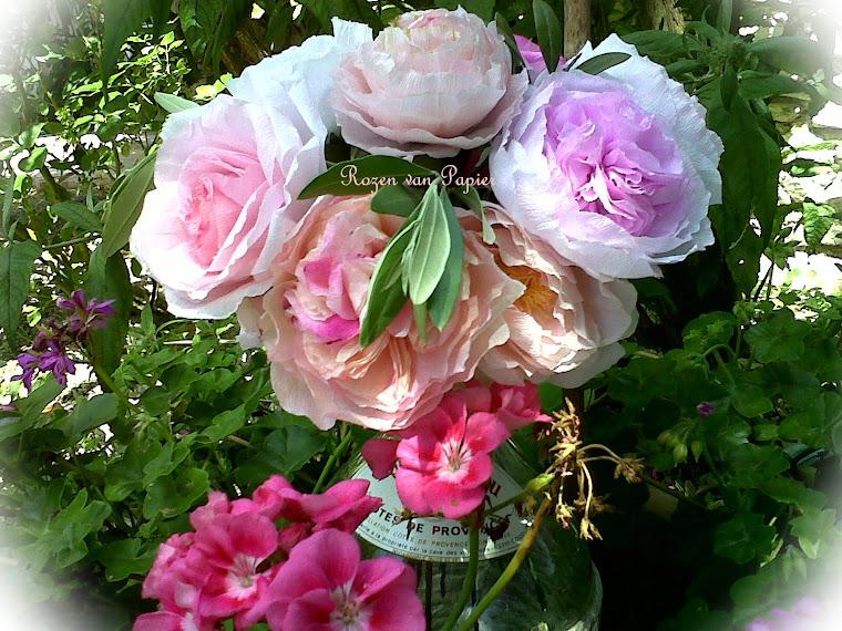 Zomers boeket rozen van papier  2011