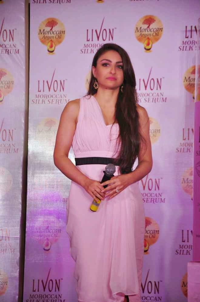 Soha Ali Khan Hot Sleeveless Half White Frock Dress Photo