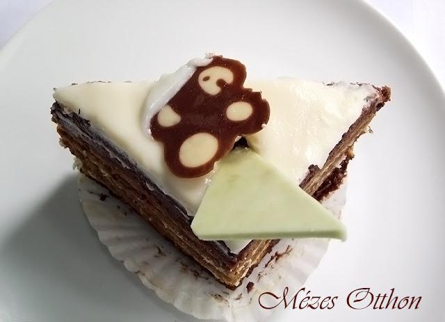 csokis-kávés sütemény cukormázzal fotó