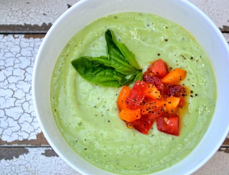 Sopa Fria de Pepino e Abacate (vegana)
