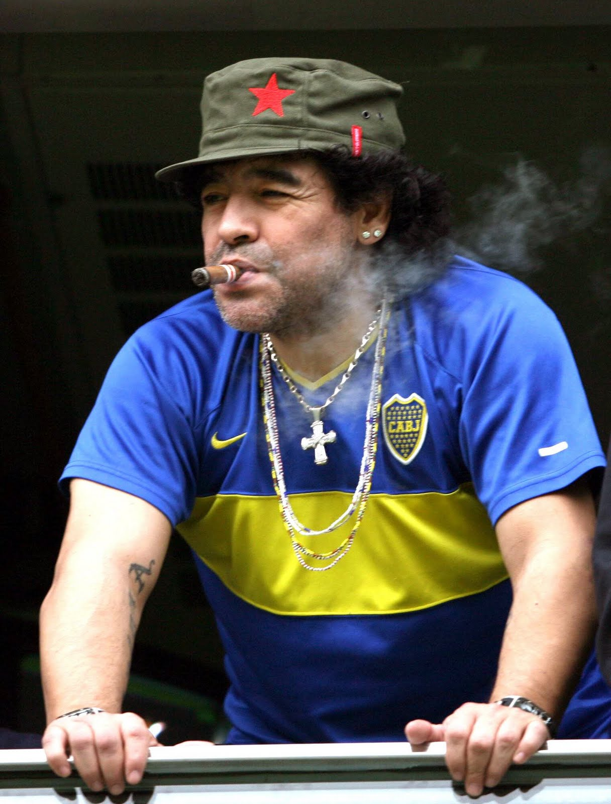 World Famous Football Player Diego Maradona WIki & Photos