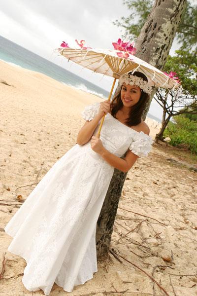 Holoku hawaiian traditional wedding dress traditional for Hawaiian wedding dresses with sleeves