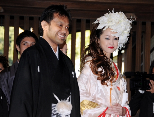 Erika Sawajiri with cool, Husband Tsuyoshi Takashiro