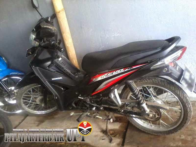 Sepeda Motor Honda Revo Fit warna Hitam