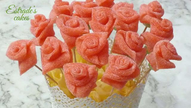 rosas de chuches para mesa dulce 2