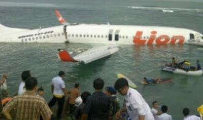 Gambar Pesawat Lion Air Jatuh di Laut Bali