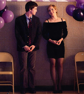 http://4.bp.blogspot.com/-GLNZMpNKalo/UEzQa4TnbsI/AAAAAAAAA0w/mH88R2pXC0s/s1600/279454-the-perks-of-being-a-wallflower.jpg