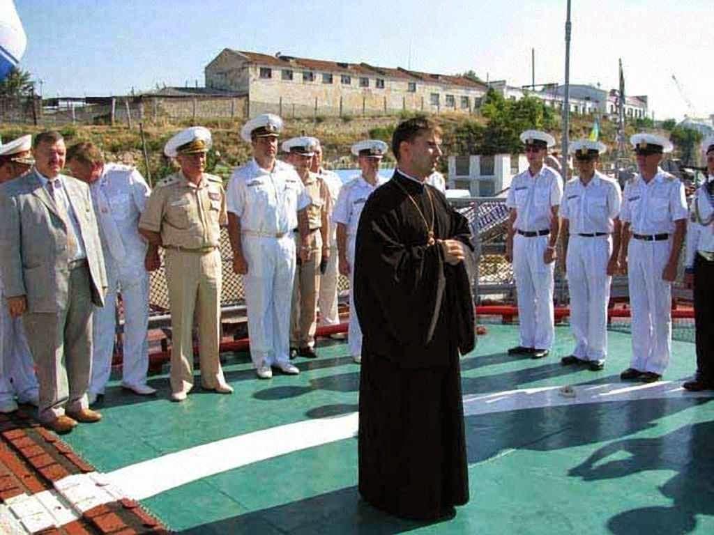 O Pe. Mykola Kvych capelão naval em Sebastopol.  Fonte: UGCC Information Department.
