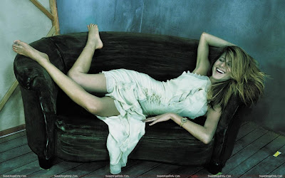 jennifer_aniston_hot_wallpaper_in_bikini_14_SweetAngelOnly.com