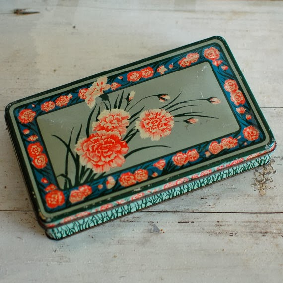 https://www.etsy.com/listing/174043176/valentine-candy-box-vintage-tin-green?ref=sr_gallery_9&ga_search_query=valentine&ga_view_type=gallery&ga_ship_to=US&ga_search_type=vintage&ga_facet=vintage%2Fhome_decor