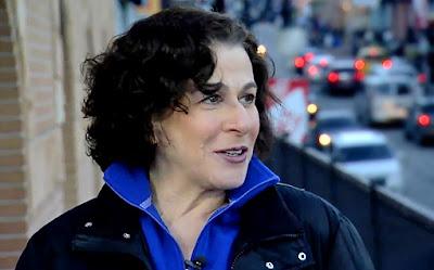 Lisa Schwarzbaum Bids Farewell