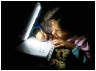صورة لفتاة من غزة تشعل تويتر !!!