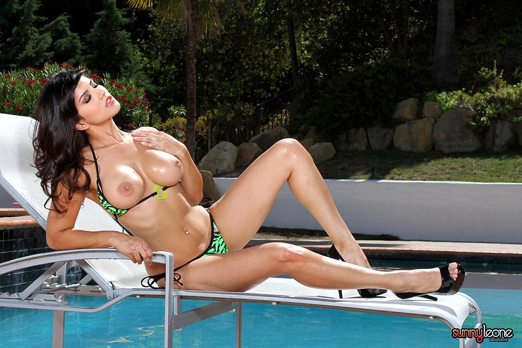 image Sunny leone makes those tits shine