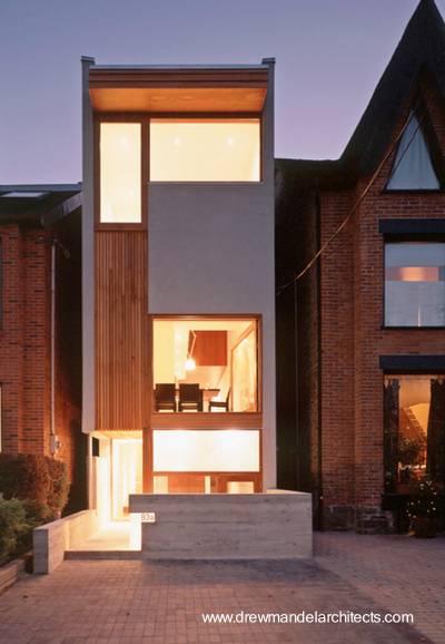 Casa contemporánea angosta entre medianeras