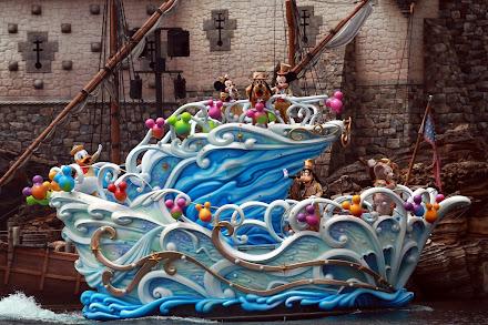 東京ディズニーシー ハピネス・グリーティング・オン・ザ・シー 出演者:ミッキーマウス、ミニーマウス、ドナルドダック、グーフィー、プルート、ダッフィー、シェリーメイ