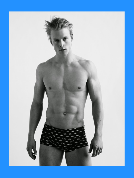 Thor Bulow strips down for Idris + Tony